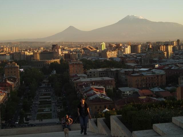 Monte Aratat al atardecer en Yerevan